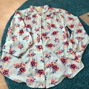 Tops - Beautiful button up floral top